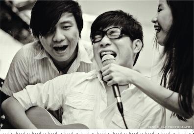 sings.jpg